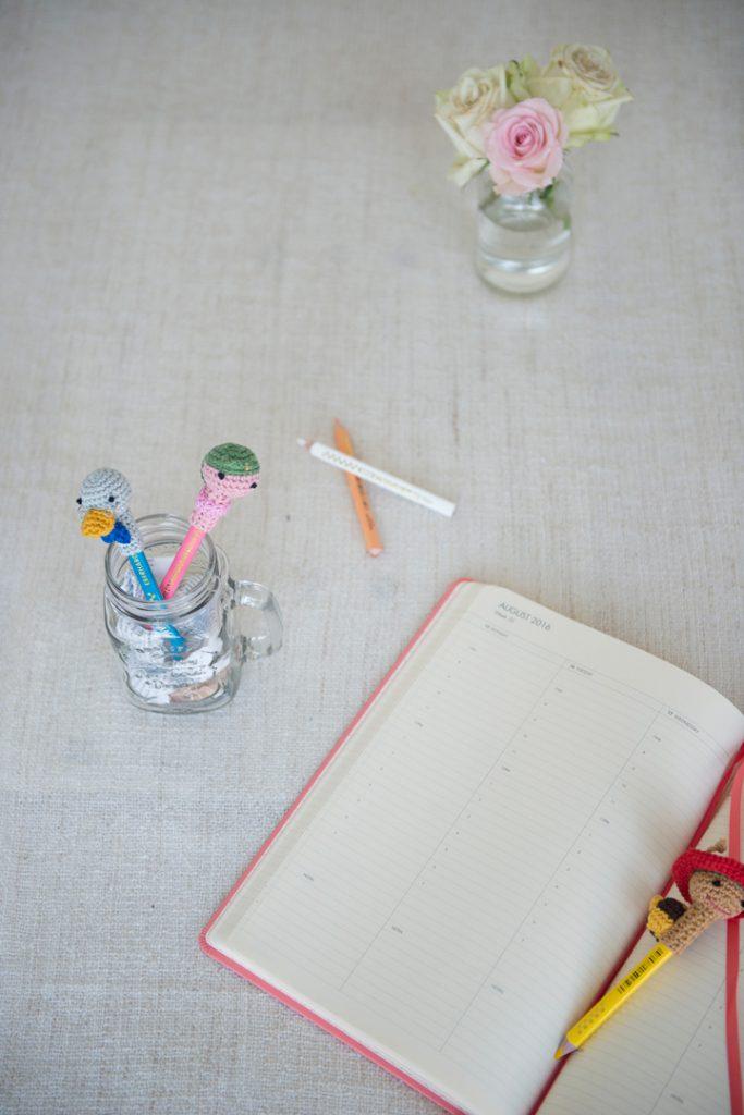 häkelanleitung-basteln-mit-kindern-stifteaufsatz-monika-häuschen-niedlich-kinder-kuscheltier-häkeln8
