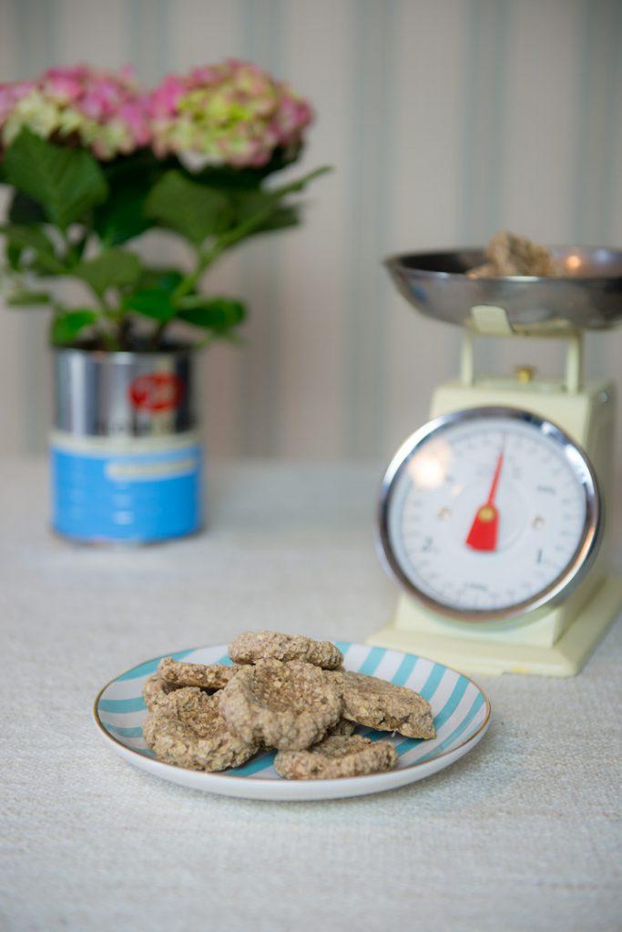 vegan-backen-mit-kindern-rezept-gesunde-kekse-banane-babykekse-monika-häuschen4